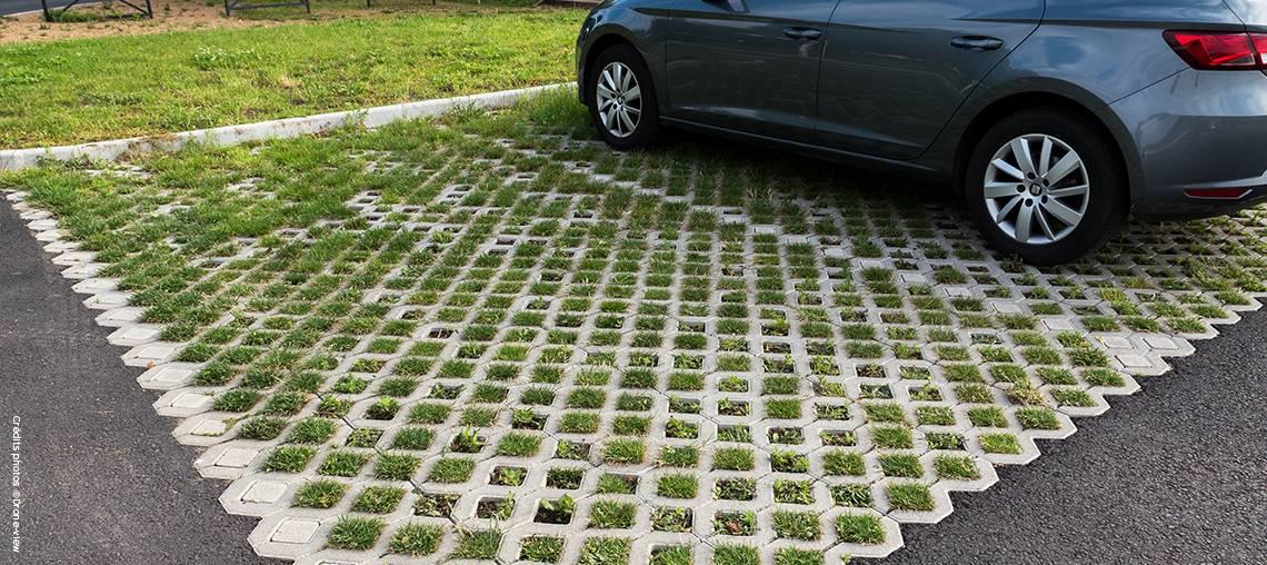 ... Duaubire A Choisi Le Systme De Dalles Alvolaires Bton Ecovegetal Pour  Raliser Les M De Parking Du Jardin Franck Bayle With Dalle Pour Parking  Exterieur