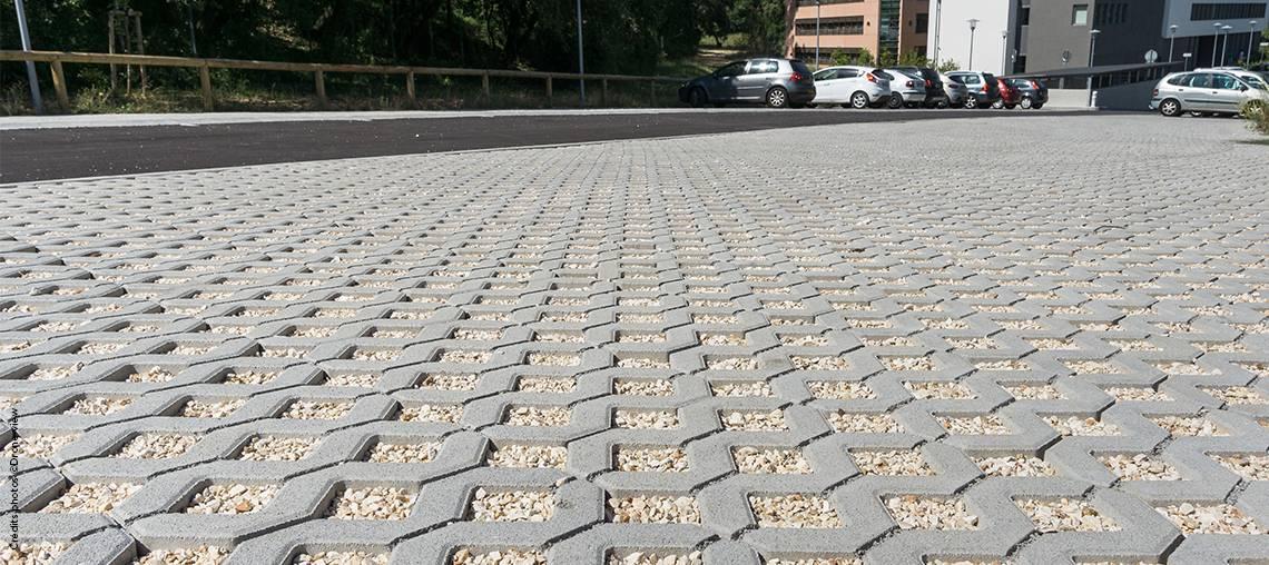 Charmant Luinstitut National De Recherche En Sciences Et Pour Et Irstea A Choisi Le  Systme Permable En Dalles With Dalle Pour Parking Exterieur