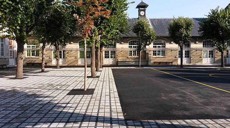 Ecole primaire de JOINVILLE-LES-PONTS (94). ECOVEGETAL PAVÉ pour éviter les flaques dans la cours d'école.