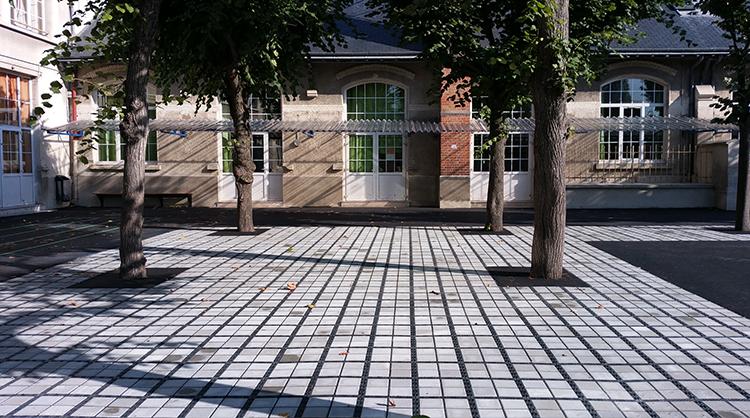 Ecole primaire de JOINVILLE-LES-PONTS (94). ECOVEGETAL PAVÉ stabiliser les accès aux bâtiments.