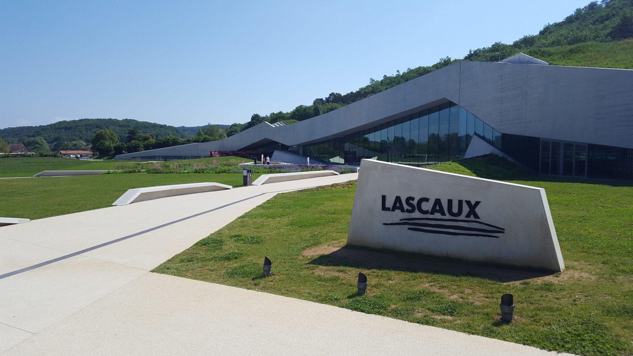Grottes de Lascaux – MONTIGNAC